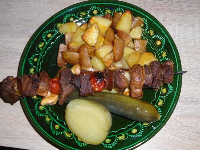 Húsnyárs Feri módra fűszeres burgonyával