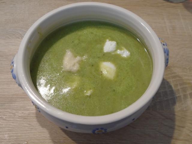 Retek zöldje leves buggyantott tojással 6 adag.