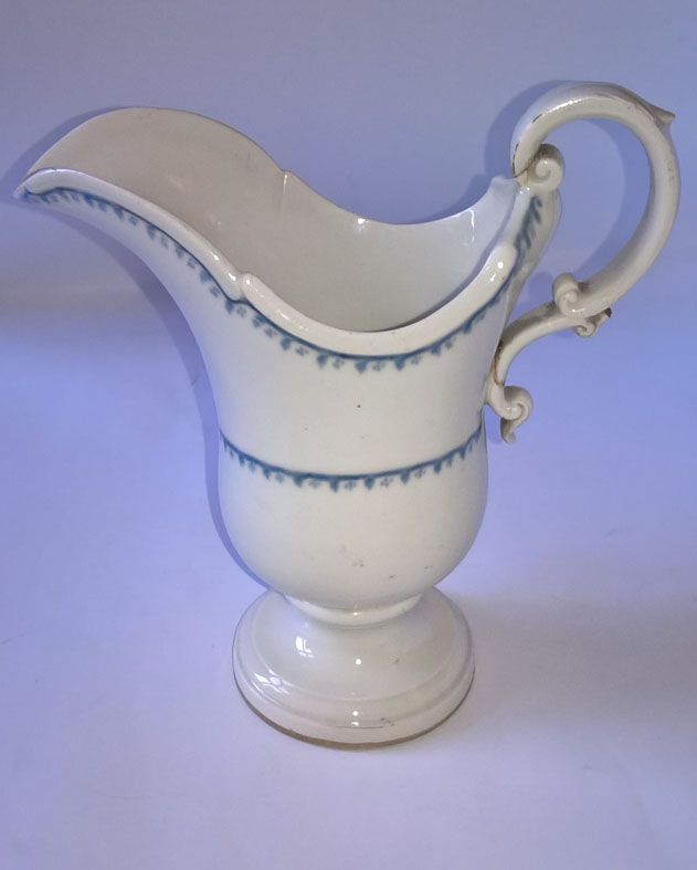 Altwien porcelán szószkiöntő mázalatti kék festéssel 1769-ből. Mázalatti kék pajzzsal, modellező és festőjellel jelzett. Tételszám: 1099. (Kép: Portobello.)