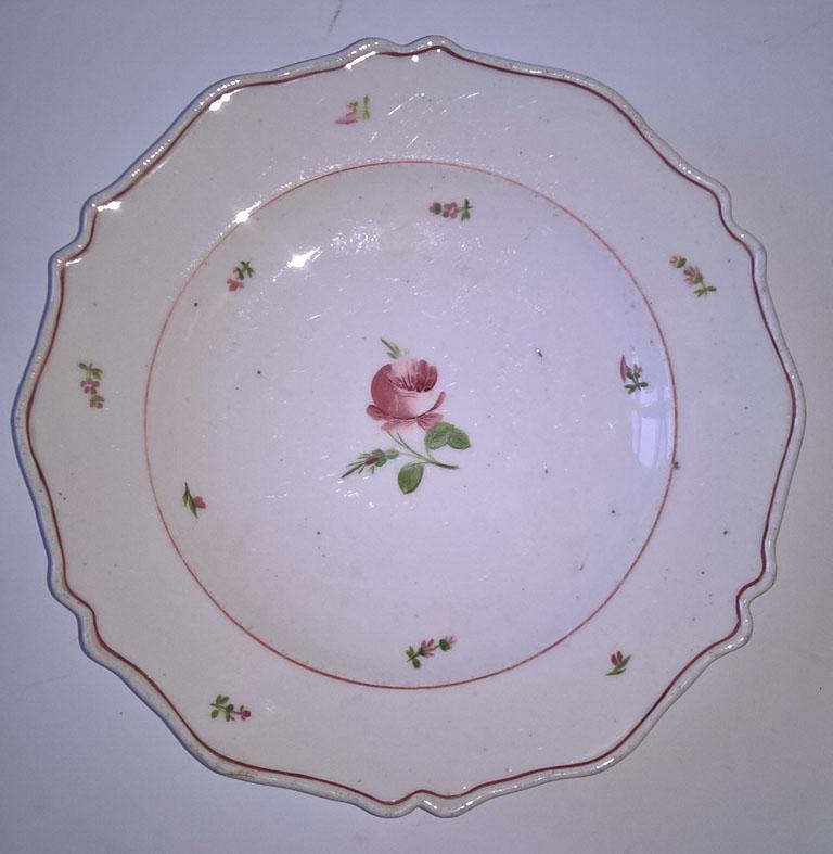 Herendi porcelán tányér a Fischer-korszakból. Mázba nyomott 'Fischer Móricz Herend '842', ill. 'G' festőjellel jelzett. Tételszám: 1156. (Fotó: Portobello.)