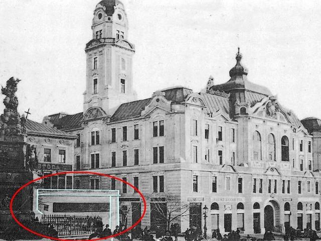 Csúf üzletbazár Pécs főterén
