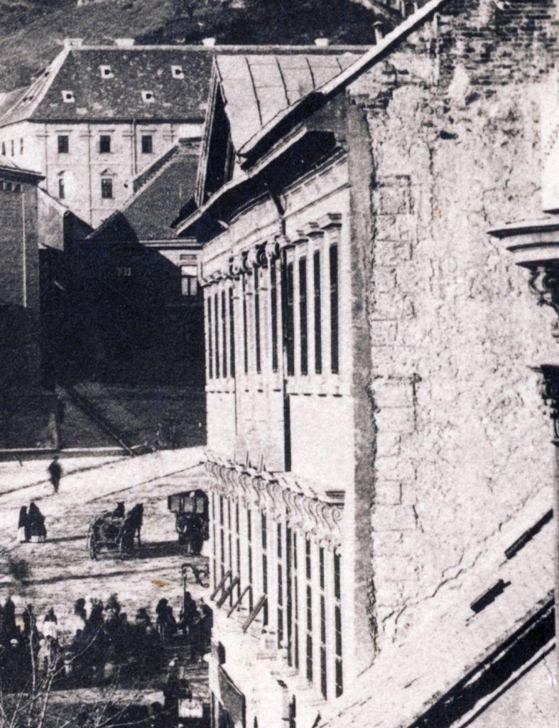 12_1890_k_szechenyi_ter_a_varoshaza.jpg