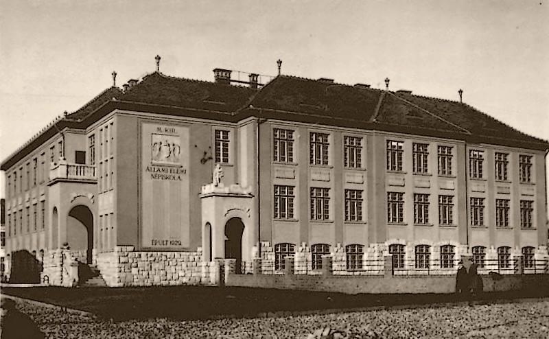 1931_fiume_petofi_utcai_elemi_iskola_vadonatuj_epulete_1931.jpg