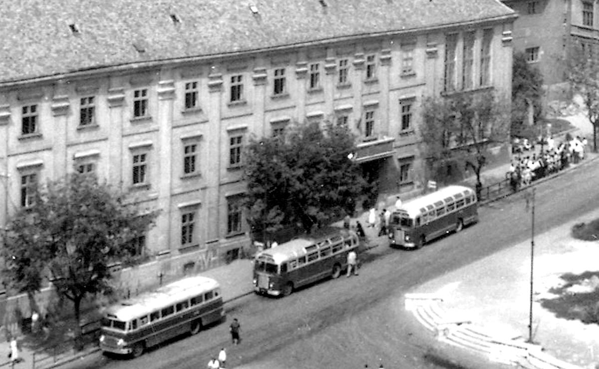 1958_04_20_tv_kupa-hangulat_a_menedekhazban_--_dunantulinaplo.jpg