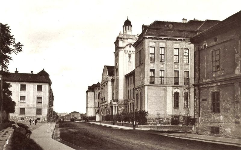 _kep_1930_korul_rakoczi_ut_m_kir_egyetem_balra_koller_u_es_a_kerites.jpg