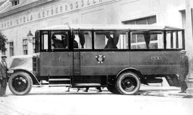 autogyar_Az első pécsi autóbusz.jpg