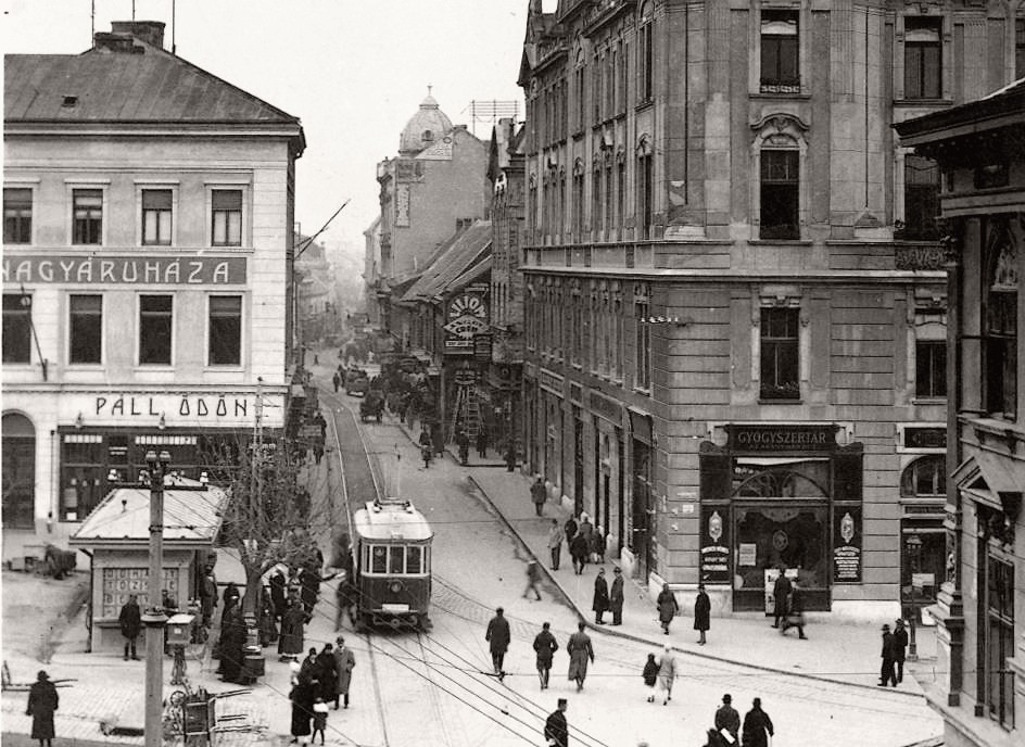 kep-09_1920_k_kiraly_utca_es_varoshaza_zsabokorszky.jpg