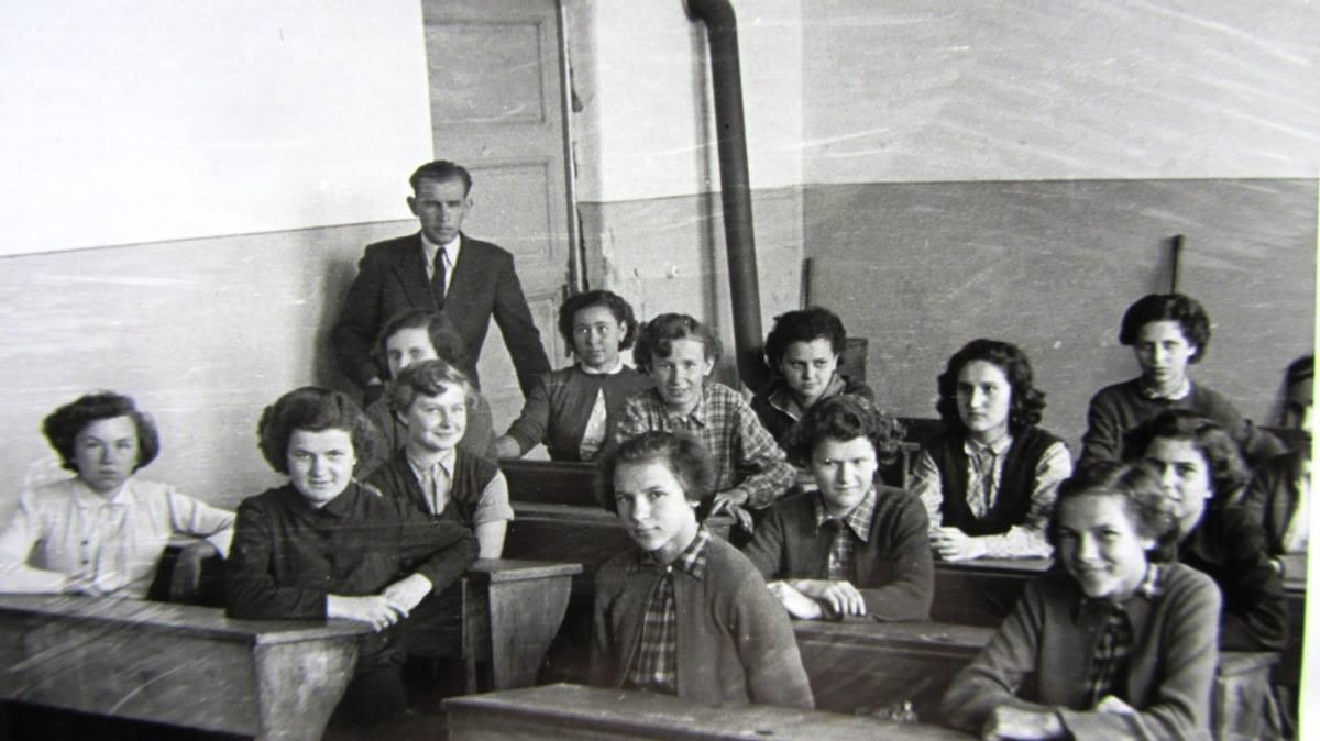 tolnai_ikrek_az_iskolaban_1950_korul.jpg