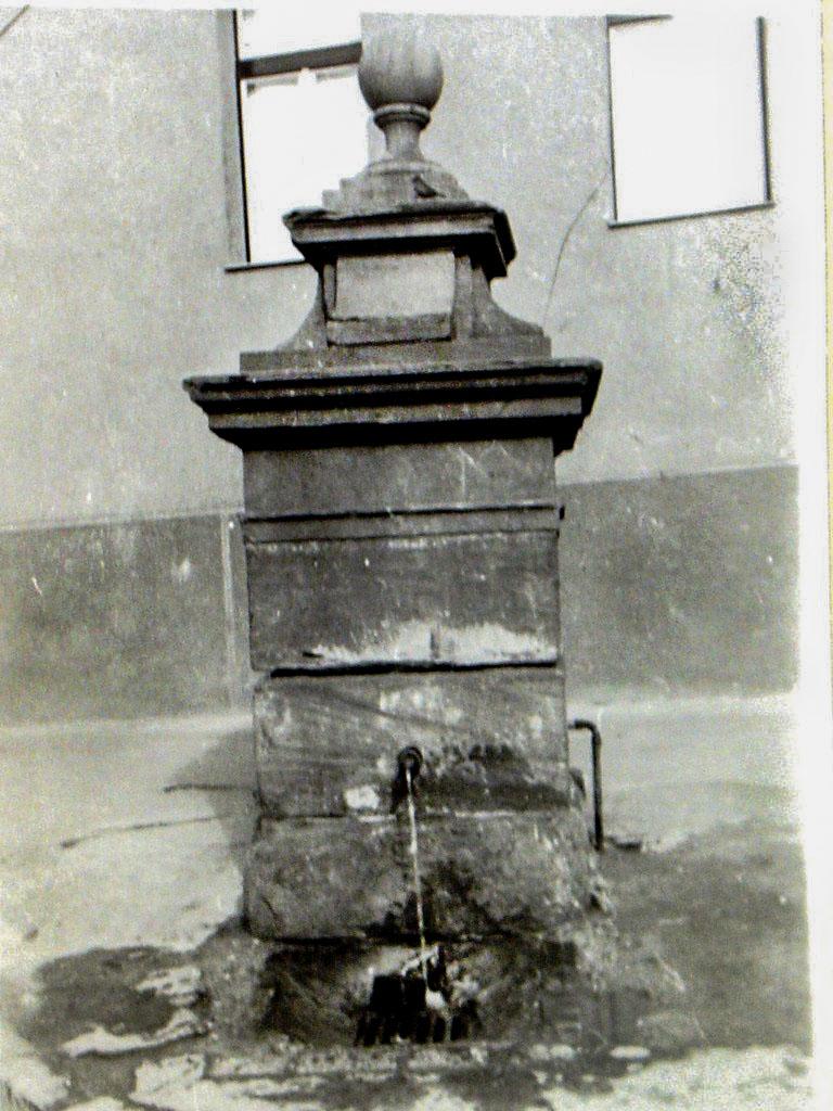 vorosko_kut_1960_koruli_felvetel.jpg