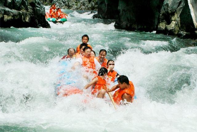 Drifting-on-Wupai-River_640480_4.jpg
