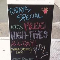 A mai nap ajánlata: ingyen pacsi