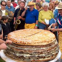 Az ország legnagyobb vajas-sajtos rakott pogácsája