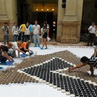 Mozaikkép 6400 kávéscsészéből