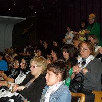 Tömeges kézmasszázs: 540 kozmetikus egy teremben