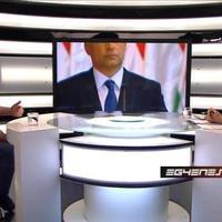 Orbán Viktor és gáncsot vető szocialista láb (hiánya) az Egyenes beszédben
