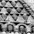 Misztikus helyek Írországban: Clonfert-apátság és Turoe-kő