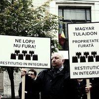 Demonstráció az egyházaktól, civil szervezetektől és iskoláktól elkobzott levéltári anyagokért
