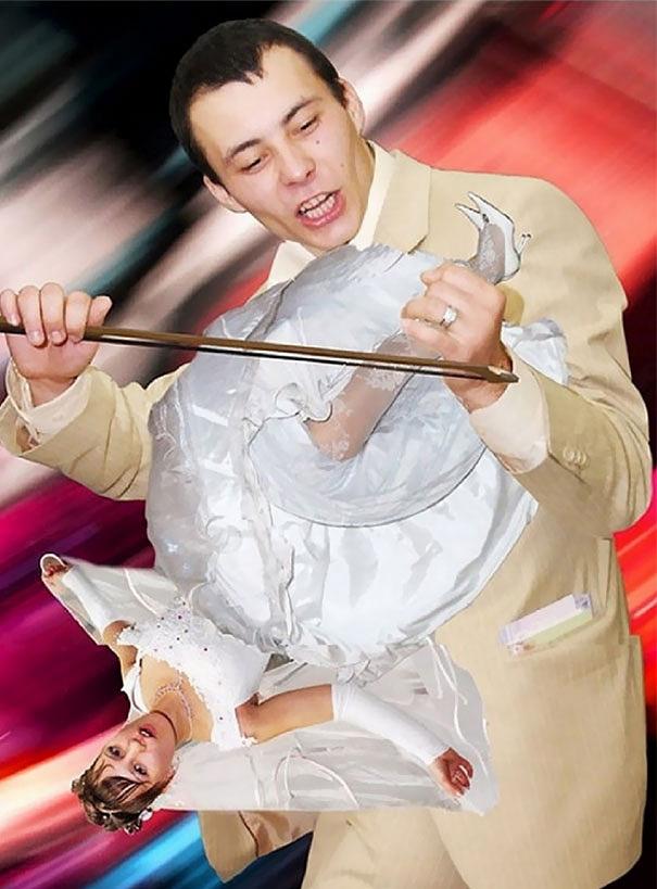 Ez az ifjú vőlegény pedig elhúzza a menyasszony nótáját. Nagyon elmés, tényleg.