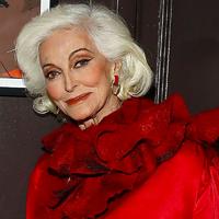 87 éves, de 70-nek sem néz ki a modell: nőies stílusát tanítani lehetne