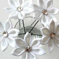 Tündéri, virágos hajdísz saját kezűleg: esküvőre is tökéletes