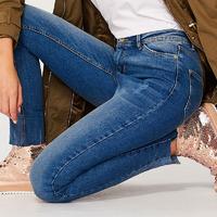 Csillogó tavaszi cipők 10 ezer forint alatt: így tűnj ki lapos talpúban!