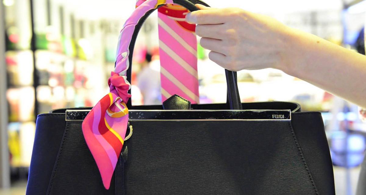 Elfeslett a táskád füle? Így álcázd olcsón és könnyedén!