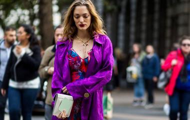 Így viseld az év divatszínét tavasszal: mihez passzol az ultraviola?