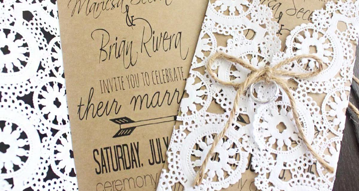 Gyönyörű esküvői meghívó filléres tortaalátétből: nem lehet elrontani