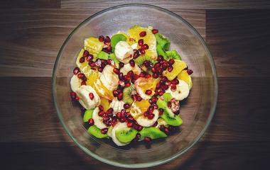 Téli gyümölcssaláta tele szépségvitaminokkal: az egészséges fogyást is segíti