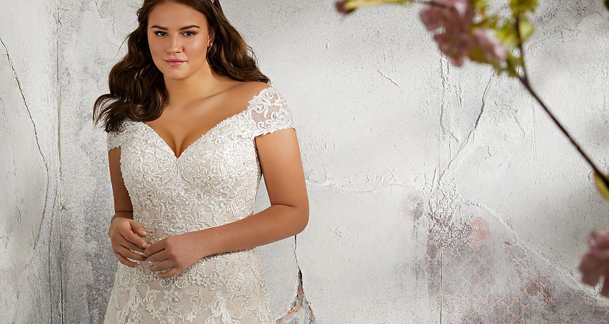 A tökéletes esküvői ruha nagy mellekre: alakformáló dekoltázzsal