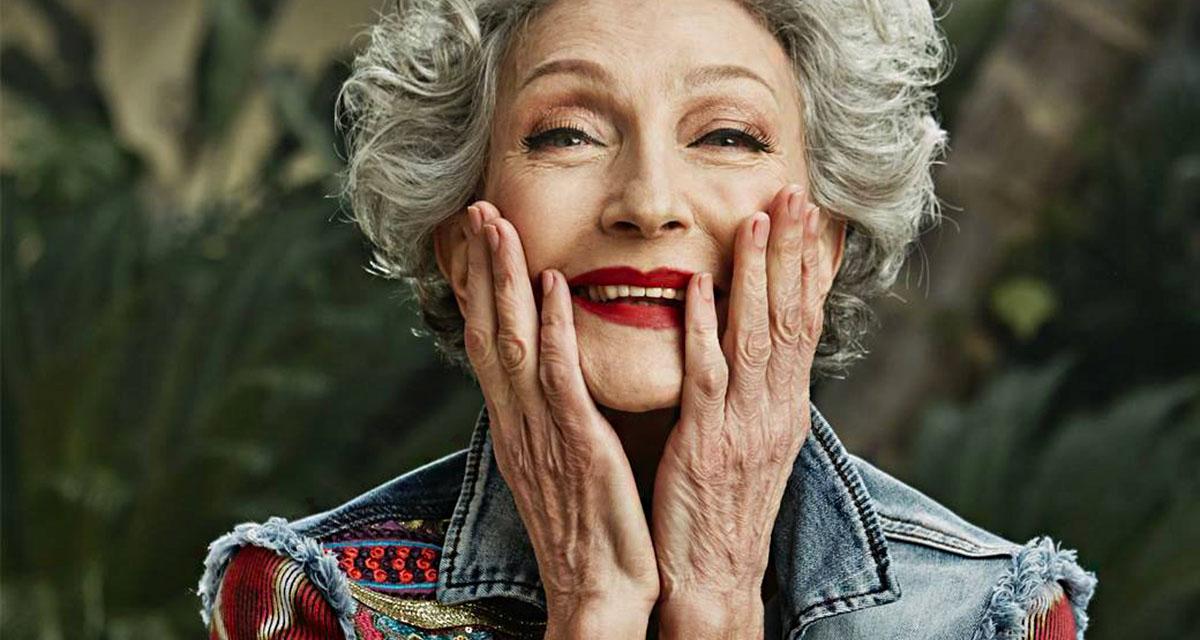 Ő az egyik leggyönyörűbb modell 70 felett: sugárzóbb, mint fiatalon
