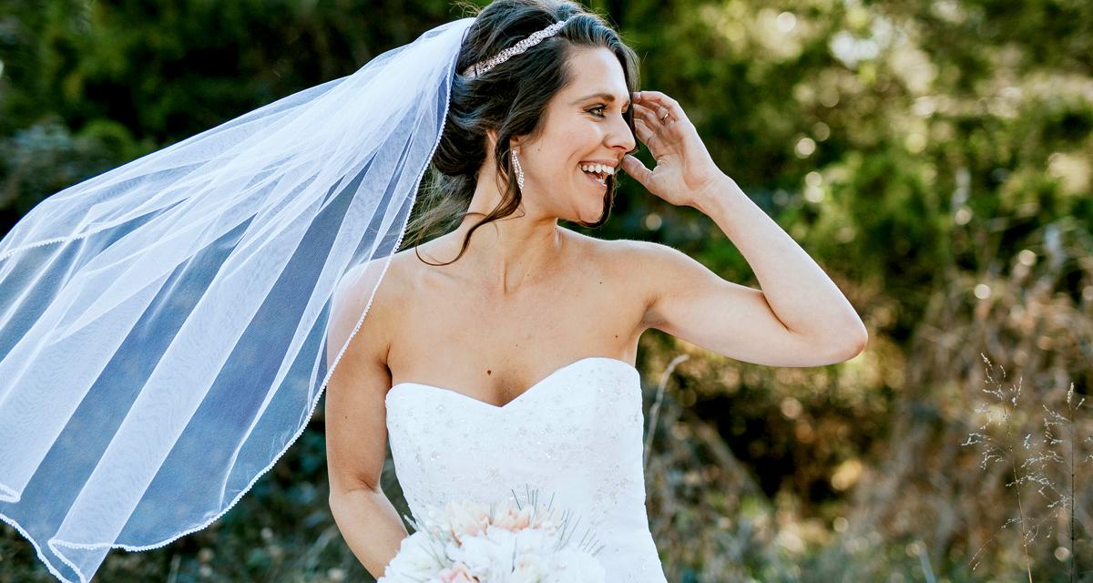 3 egyszerű trükk, amitől tökéletesen nézel majd ki az esküvői fotókon