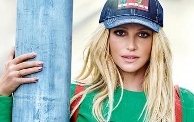 Felismerhetetlen Britney Spears a reklámfotókon: a Photoshop és a plasztika megtette hatását