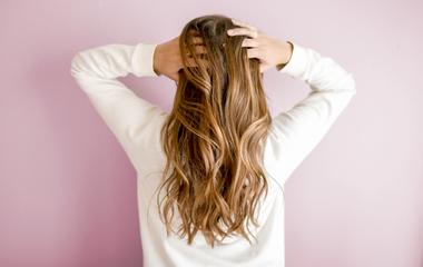 A francia nőket megint érdemes másolni: mindenki ezért a hajfestésért rajong