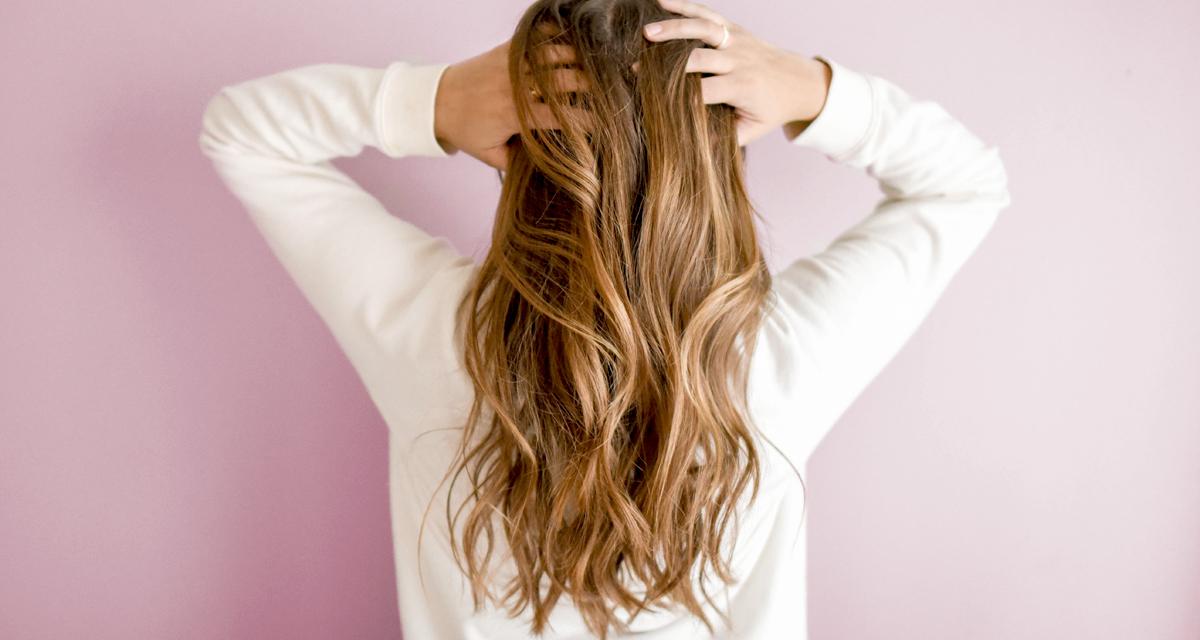 A házi kence, ami egy éjszaka alatt rendbe teszi a száraz, fakó hajat