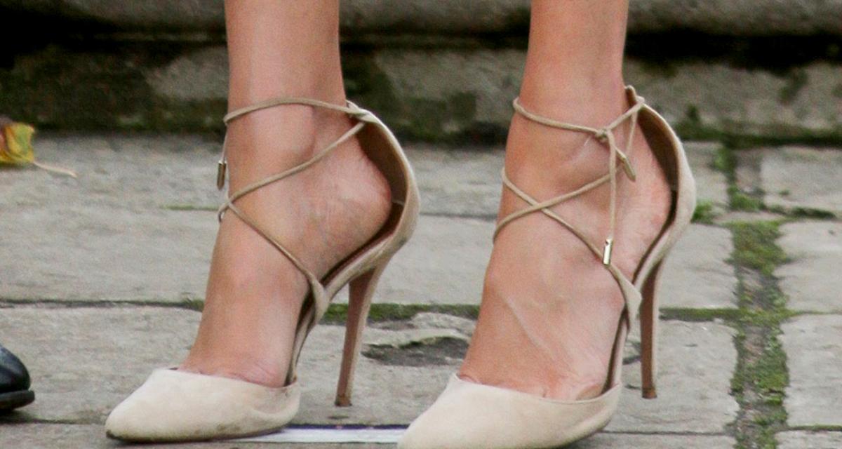 Miért hord Meghan hercegné egy számmal nagyobb cipőt? Jó oka van rá
