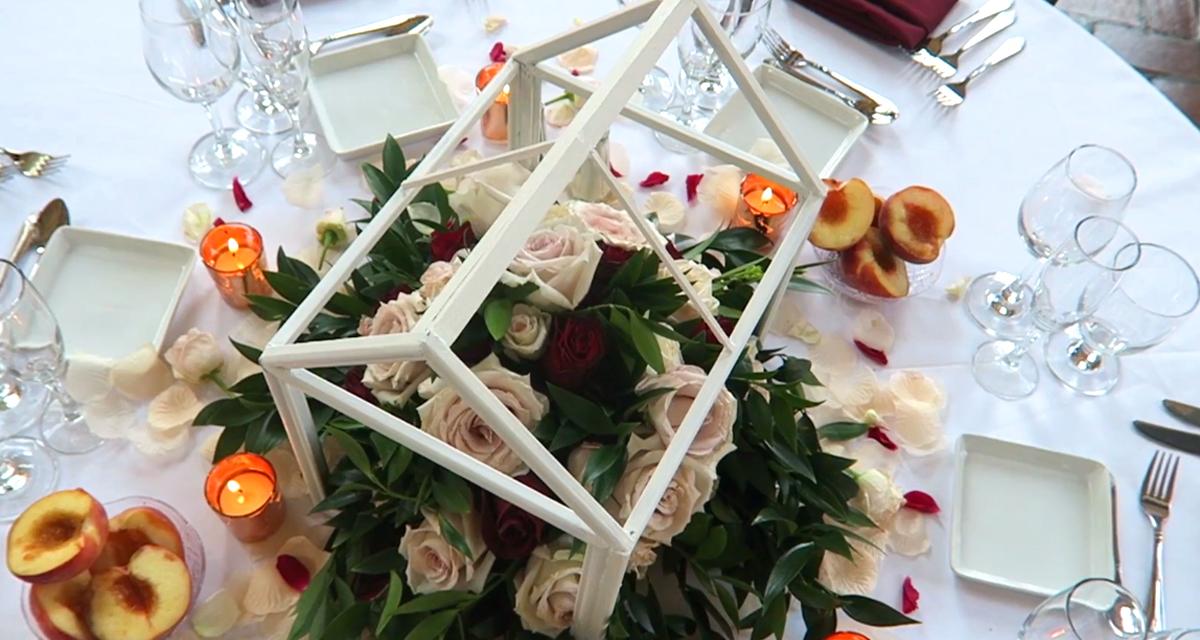 Ezt a gyönyörű esküvői asztaldíszt az utolsó pillanatban is elkészítheted