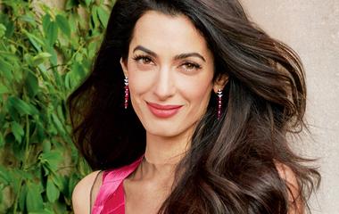 Nem csoda, hogy George Clooney olyan büszke a feleségére: nemcsak csinos, öltözködni is tud