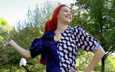 Gigi Hadid a ruhán hordja a melltartót: ezek az ősz legidétlenebb divatfotói