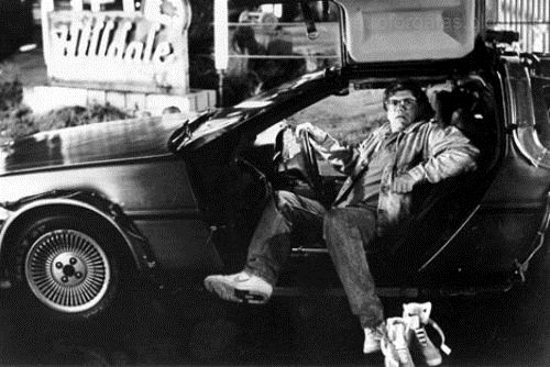 -robert-zemeckis-sits-in-the-delorean-back-to-the-future-30641673-500-334.jpg