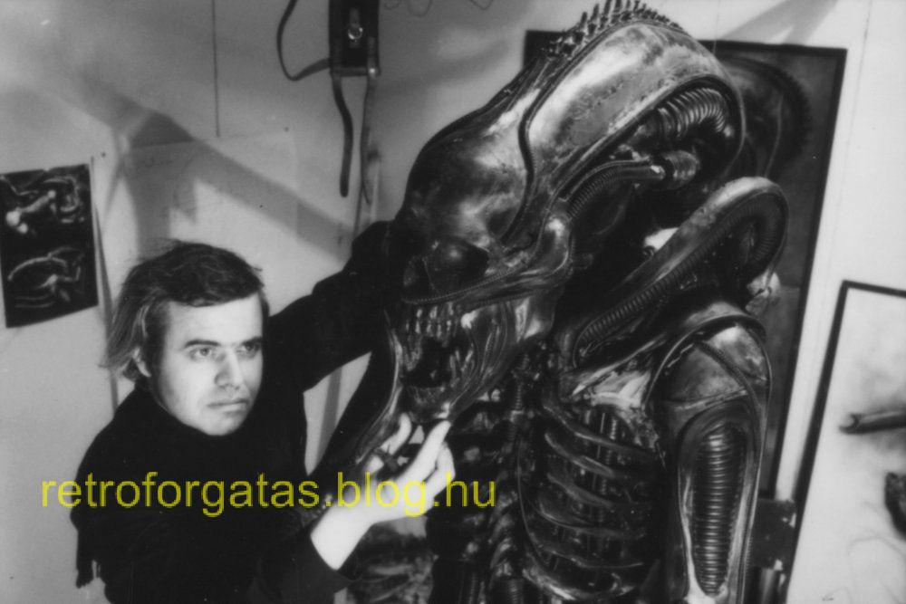 alien-1979-009-h-r-giger-and-model-00m-yml.jpg