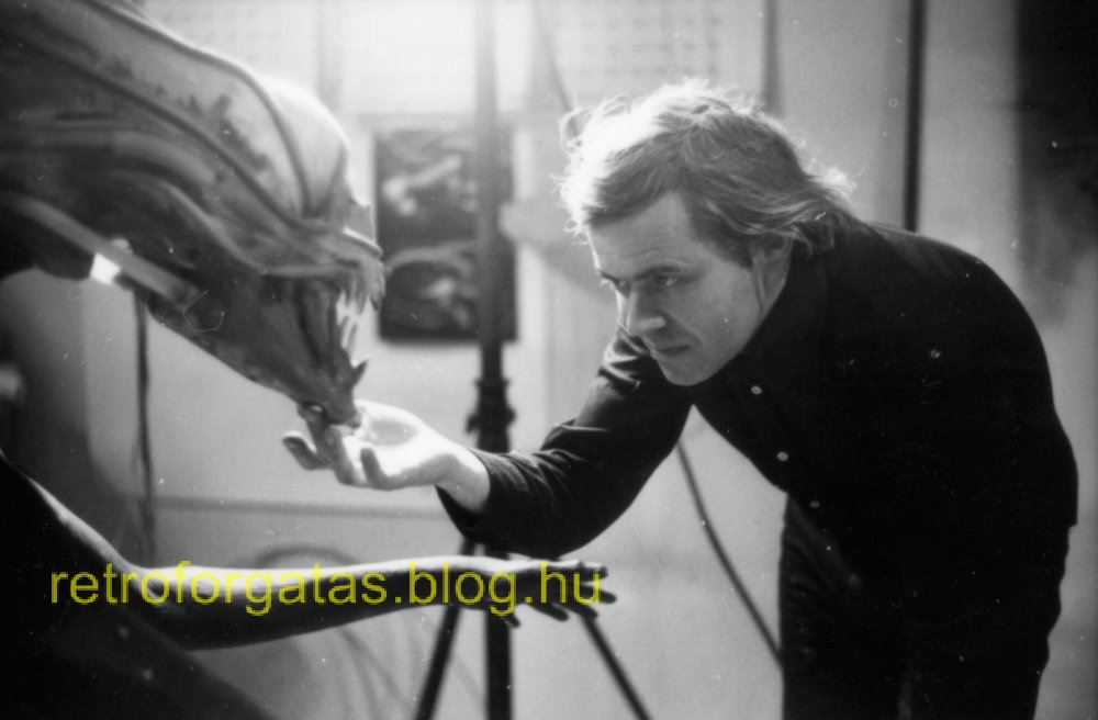 alien-1979-010-h-r-giger-and-model-00m-ymj.jpg