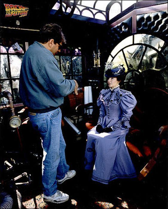 behind-the-scenes-back-to-the-future-30641441-562-700.jpg