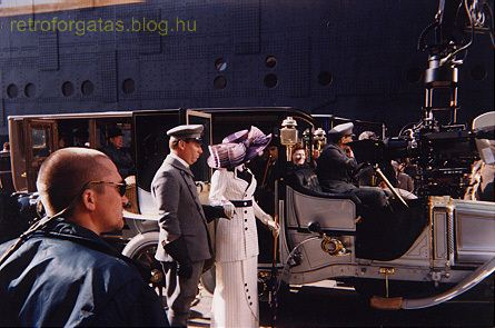 behind-the-scenes-titanic-8653854-445-295.jpg