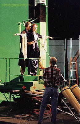 behind-the-scenes-titanic-8653859-260-400.jpg