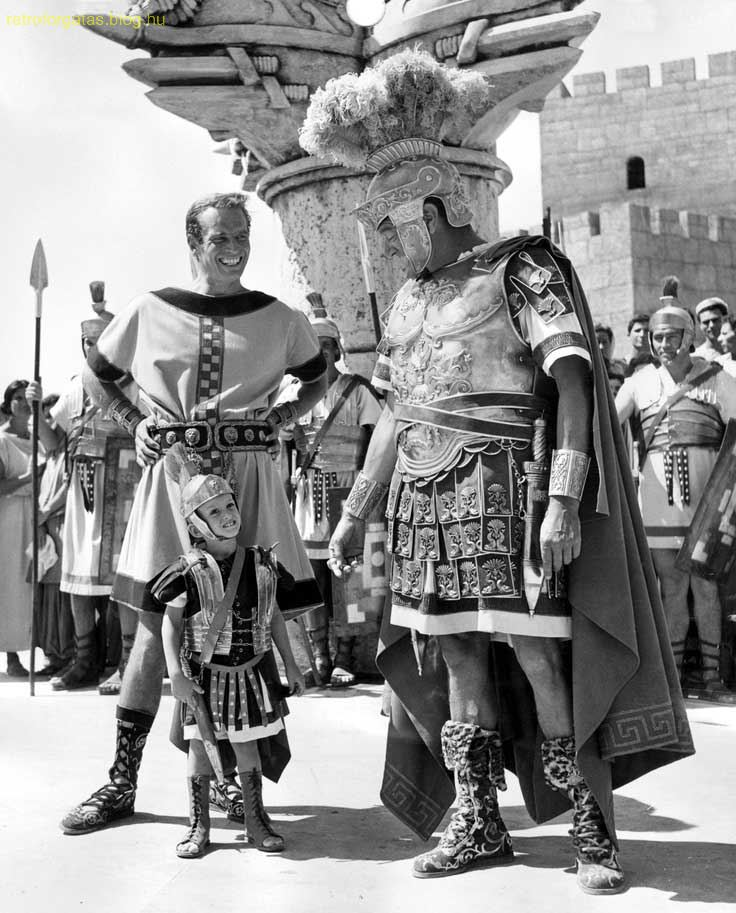 charlton-heston-and-his-son-fraser-clarke-heston-with-jack-hawkins-on-the-set-of-ben-hur_1.jpg