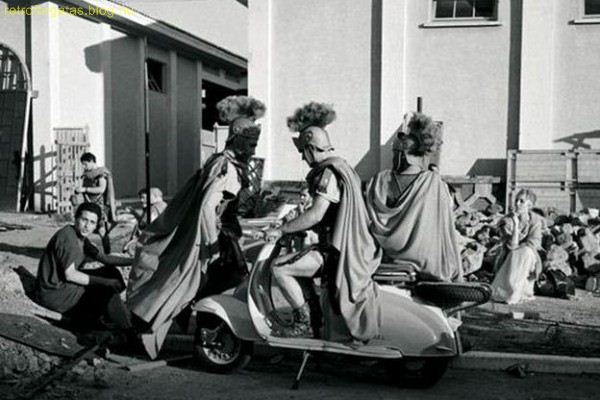 charlton_heston_riding_a_scooter_during_filming_of_ben_hur_1959_4_1.jpg