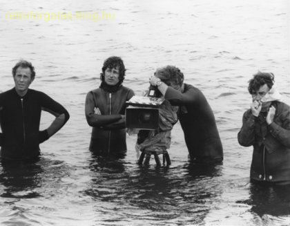 jaws-steven-spielberg-crew-in-the-water.jpg