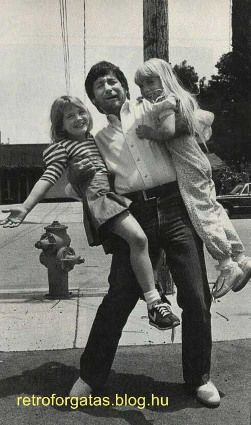 steven-spielberg-with-drew-barrymore-and-heather-o_rourke-between-filming-e_t_-and-poltergeist-1982.jpg