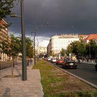 Hazafelé üldözött egy nagy fekete felhő...